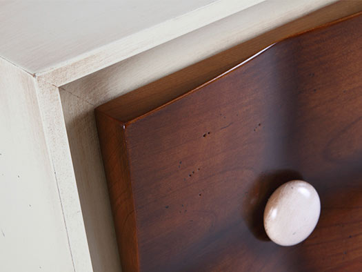 Tuesta Dormitorio Chester Capitone Madera Moderno Laca Envejecida Madera Cerezo Macizo Detalle Mesilla