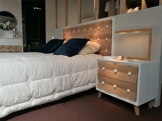 Tuesta Dormitorio Chester Roble Macizo Nordico Vintage Laca Mesilla