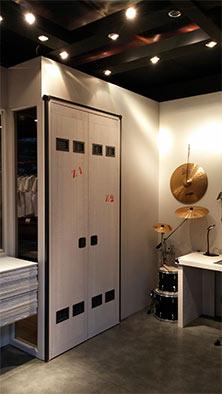 Tuesta-dormitorio-juvenil-rock-personalizado-pino-blanco-armario-empotrado