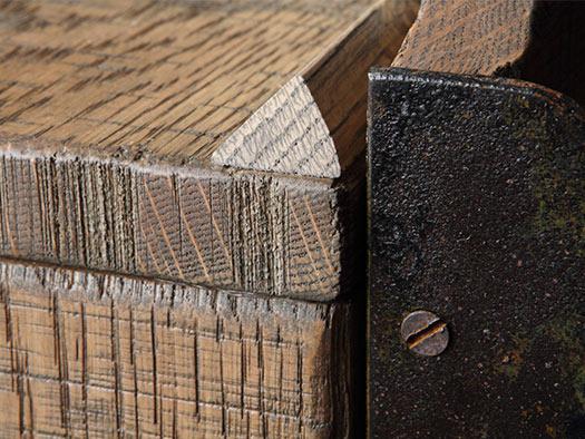 Tuesta-mueble-saln-ferro-industrial-roble-macizo-moderno-diseo-detalle-aparador